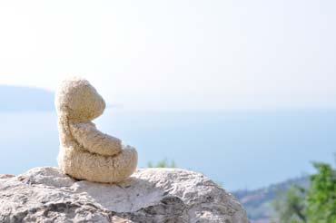 Hoch über dem Gardasee - Foster meditiert (von Benjamin Erhardt)